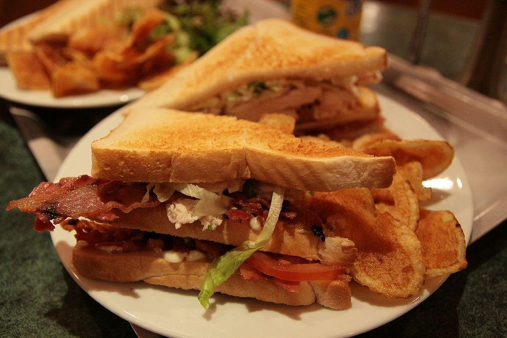 1024px-Club-sandwich